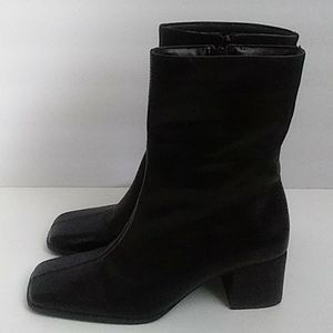 SEYCHELLES BLACK LEATHER SQUARE TOE ANKLE BOOTS 7M